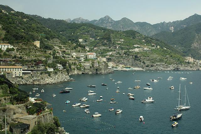 los-barcos-y-el-paisaje-amalfitano