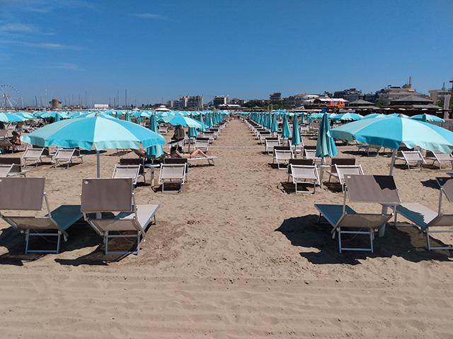 sombrillas-playa-privada-italia