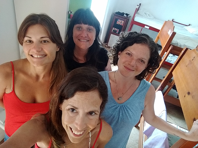hacer-amigos-en-los-cuartos-de-los-hostels